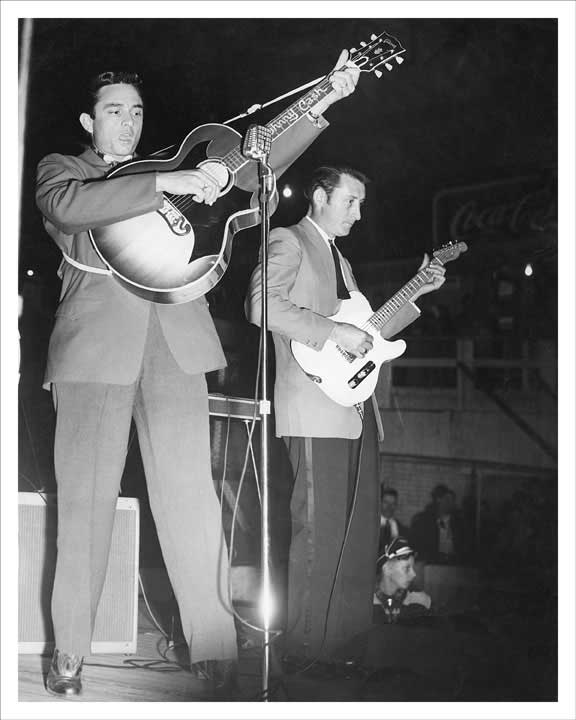 1957 Johnny Cash and Luther Perkins 8x10 Photo
